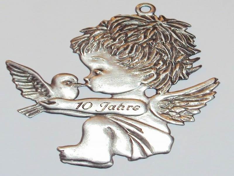Engel mit Taube haengend mit Gravur